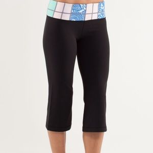 Lululemon Groove Crop Reversible Quilting Size 6